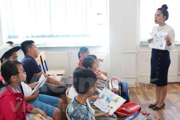 Inician curso de verano del idioma vietnamita en Republica Checa hinh anh 1