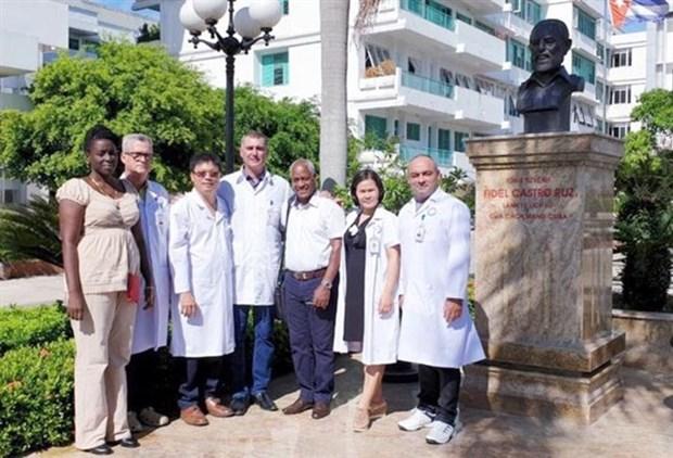 Prestaran servicios medicos cubanos en hospital vietnamita hinh anh 1