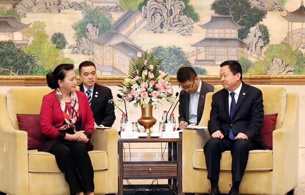 Presidenta parlamentaria vietnamita continua su visita en China hinh anh 1