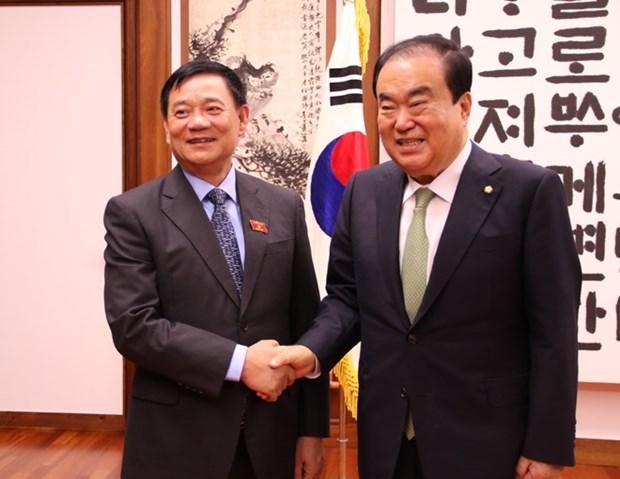 Presidente legislativo sudcoreano se compromete a prevenir violencia contra esposas vietnamitas hinh anh 1