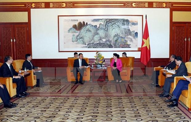 Presidenta del Parlamento vietnamita recibe a lideres empresariales de China hinh anh 1