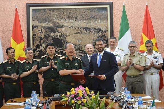 Proyectan Vietnam e Italia fortalecer nexos en defensa hinh anh 1