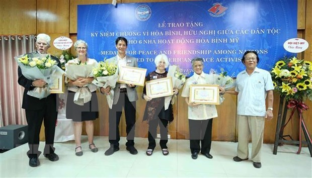 Honran en Vietnam a seis activistas estadounidenses por la paz hinh anh 1