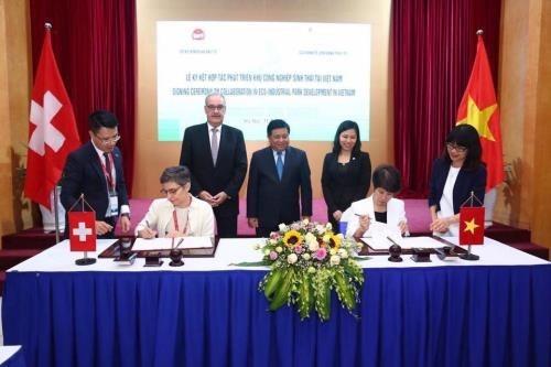 Recibe Vietnam cooperacion de Suiza para desarrollar parques eco-industriales hinh anh 1