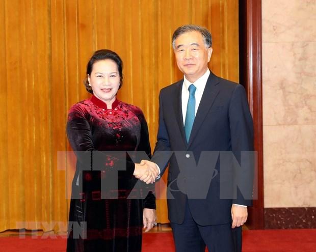Dialoga presidenta de parlamento de Vietnam con titular de la Conferencia Consultiva Politica del Pueblo Chino hinh anh 1