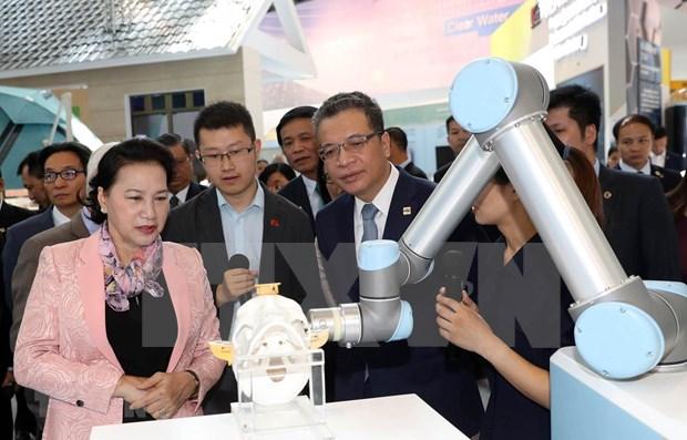 Visita maxima legisladora de Vietnam Centro de Exhibicion Zhongguancun de China hinh anh 1