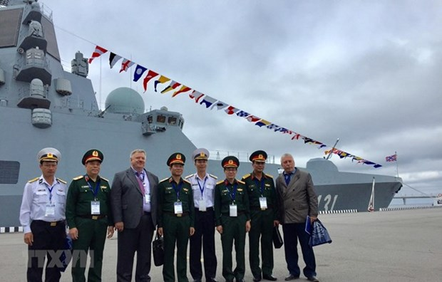 Vietnam participa en exposicion de defensa maritima en Rusia hinh anh 1