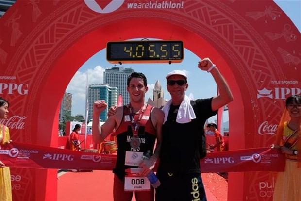 Atleta australiano triunfa en competencia de triatlon IPPGroup Challenge Vietnam hinh anh 1
