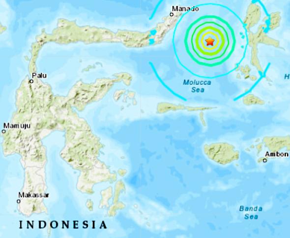 Indonesia no decreta alerta de tsunami tras terremoto de magnitud 7,3 hinh anh 1