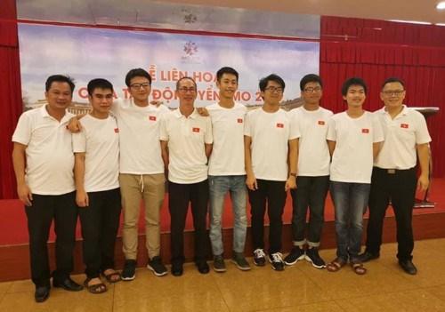 Compiten seis estudiantes vietnamitas en Olimpiada Internacional de Matematicas hinh anh 1