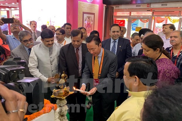 Participan empresas vietnamitas en Feria Internacional de Seda en la India hinh anh 1