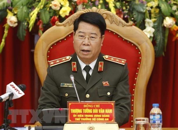 Primer ministro de Laos elogia cooperacion en el sector policiaco con Vietnam hinh anh 1