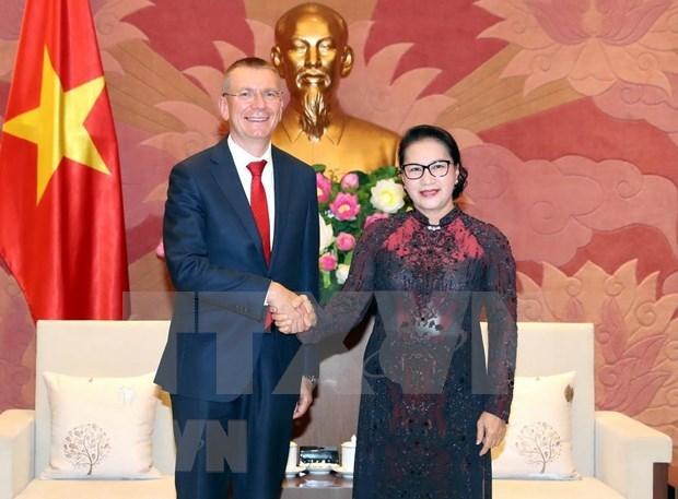 Propone presidenta del Parlamento de Vietnam incremento de nexos comerciales con Letonia hinh anh 1
