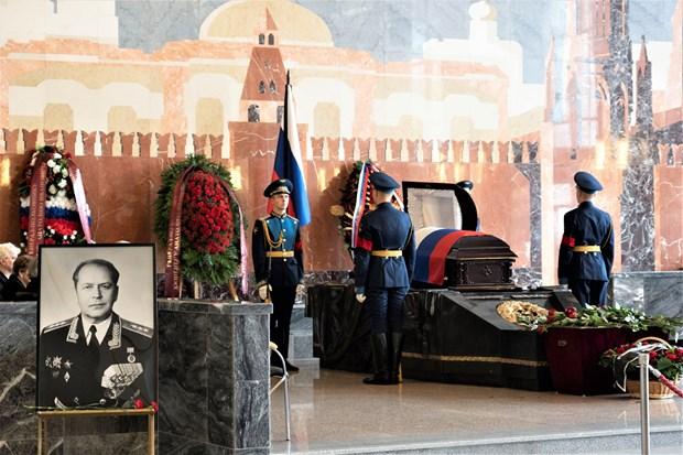 Rinden en Moscu homenaje postumo a dos amigos rusos del pueblo vietnamita hinh anh 1