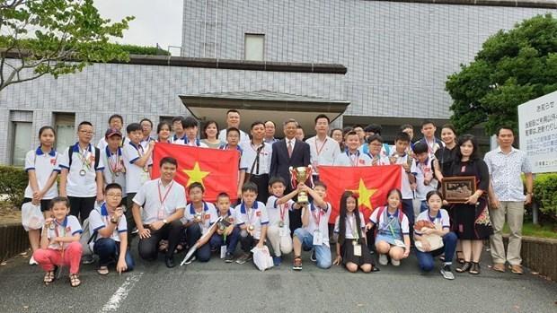 Triunfan estudiantes vietnamitas en Concurso Internacional de Matematica en Japon hinh anh 1