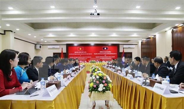 Premier laosiano recibe al ministro de Oficina de Gobierno de Vietnam hinh anh 1