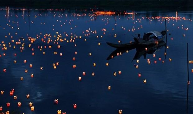 Festival de linternas honra a invalidos de guerra y martires de Vietnam hinh anh 1