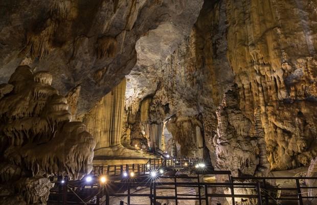 Recibe cueva vietnamita record continental por sus magnificas estalactitas hinh anh 1