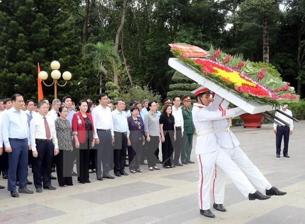 Honra maxima legisladora vietnamita a martires de guerras patrioticas hinh anh 1