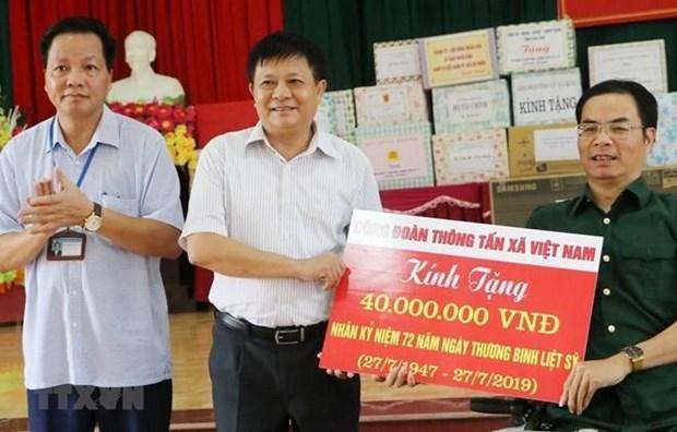 Visita Agencia Vietnamita de Noticias a invalidos de guerra patriotica hinh anh 1
