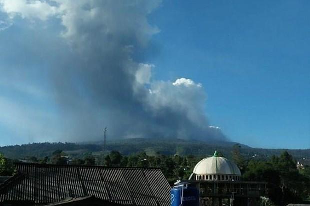 Huyen indonesios de ceniza volcanica hinh anh 1