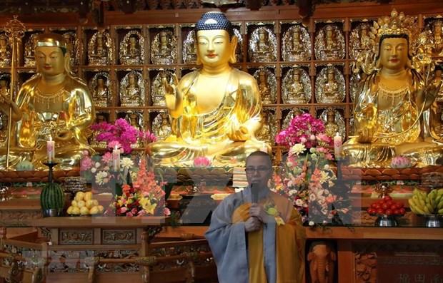 Celebran vietnamitas en Corea del Sur ceremonia budista de gratitud hinh anh 1
