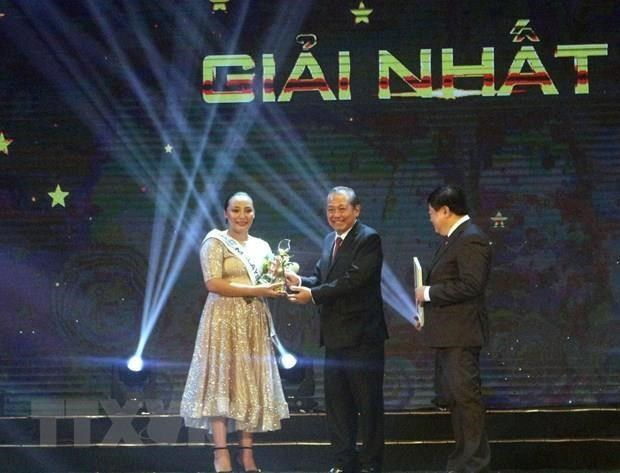 Gana cantante malasia concurso regional en Vietnam hinh anh 1