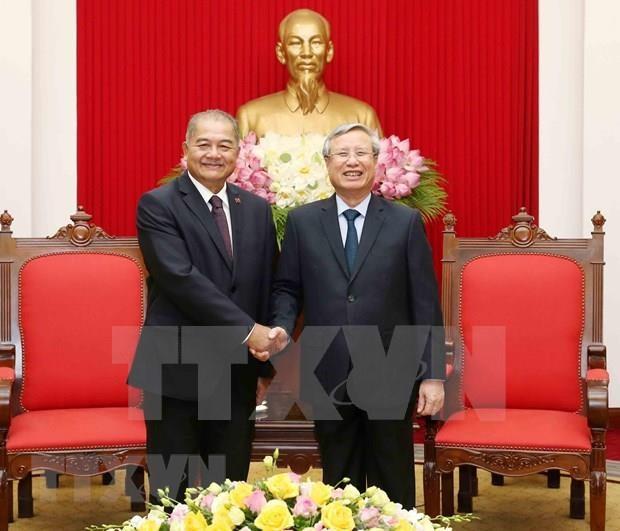 Proyectan partidos de Vietnam y Laos incrementar intercambio de estudios teoricos hinh anh 1