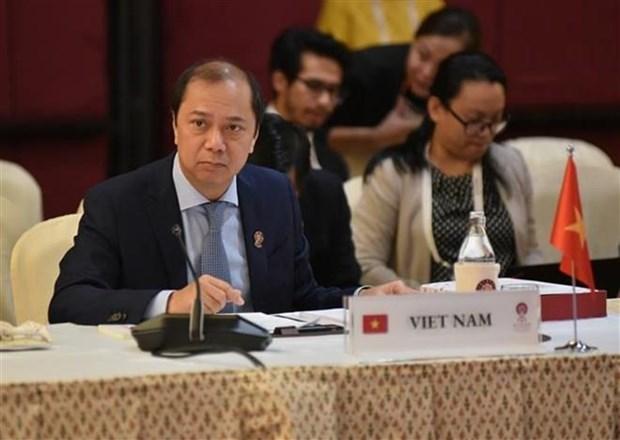 Vietnam asiste a reuniones de ASEAN y sus socios en Tailandia hinh anh 1