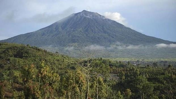 Alerta Indonesia peligro para la aviacion por erupcion del volcan Kerinci hinh anh 1