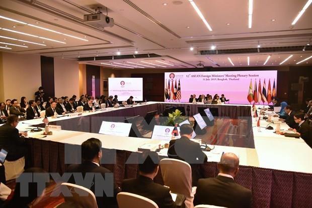Reiteran cancilleres de ASEAN importancia de mantener la paz en el Mar del Este hinh anh 1