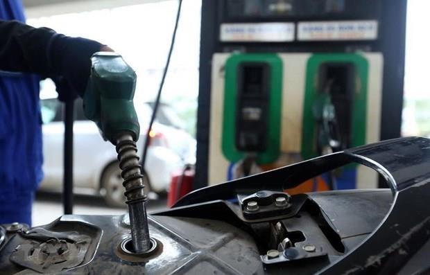 Registra un descenso el precio de combustibles en Vietnam hinh anh 1