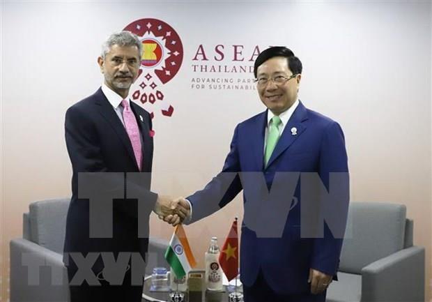 Vicepremier vietnamita se reune con cancilleres de India y Bangladesh hinh anh 1
