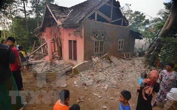 Terremoto de magnitud 6,9 deja cinco muertos en Indonesia hinh anh 1