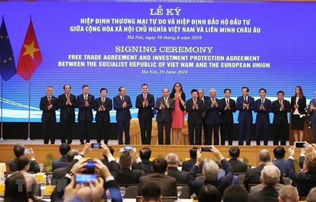 Incrementaran inversiones en Vietnam tras firma de tratados comerciales con la UE hinh anh 1
