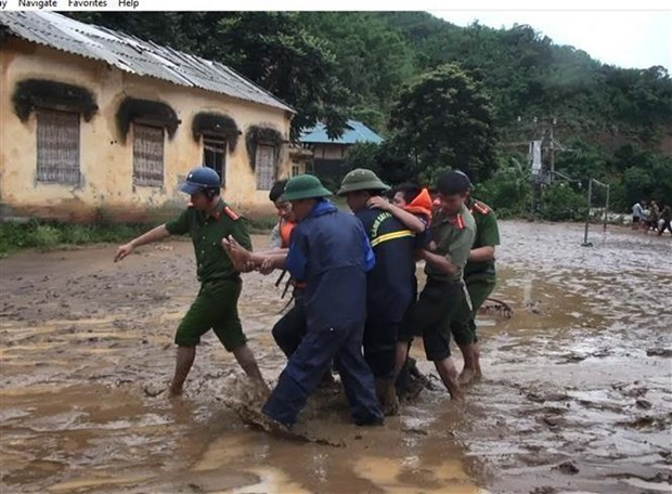 Registra Vietnam al menos cinco muertos por tormenta Wipha hinh anh 1