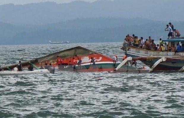 Reportan en Filipinas decenas de muertos por naufragio hinh anh 1