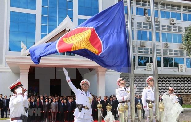 Izan bandera de la ASEAN en Laos para celebrar 52 anos de su fundacion hinh anh 1