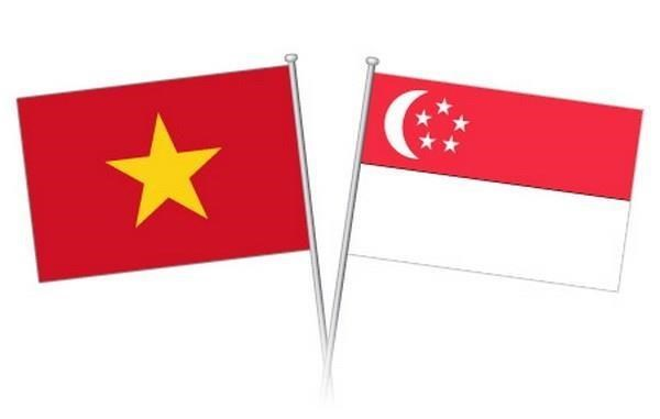 Dirigentes vietnamitas felicitan a Singapur por su Dia Nacional hinh anh 1