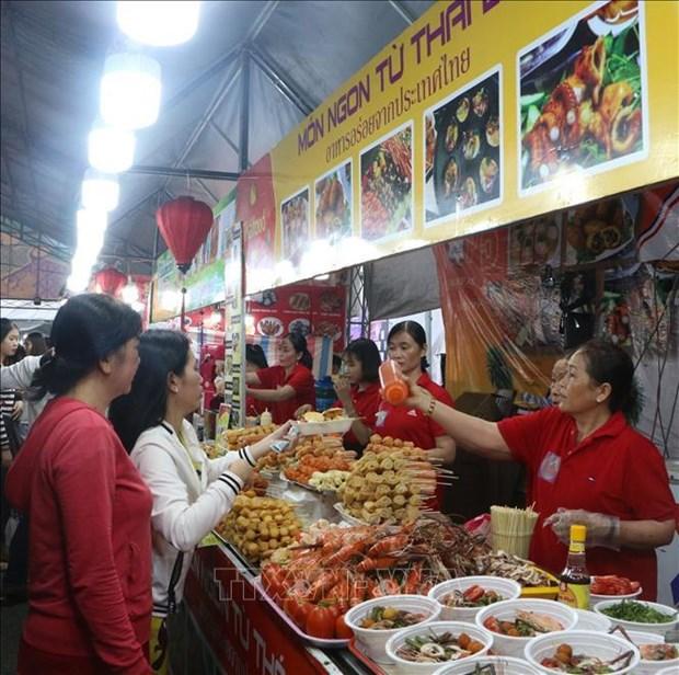 Inauguran Feria de Compras y Gastronomia Vietnam-Tailandia hinh anh 1