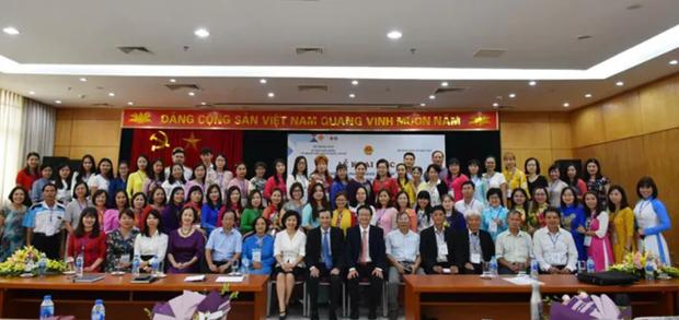 Respalda Vietnam ensenanza de lengua materna a connacionales en el exterior hinh anh 1