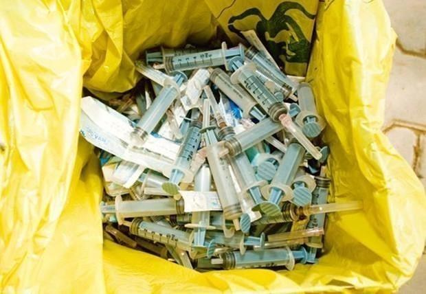 Orientan planes de reduccion de residuos plasticos en actividades medicas en Vietnam hinh anh 1