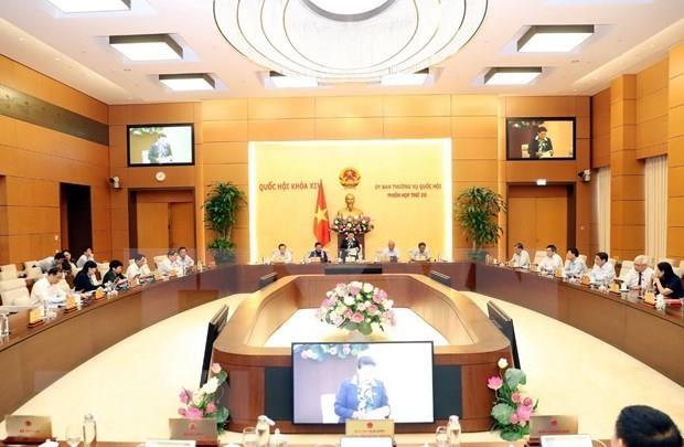 Insta primer ministro de Vietnam a acelerar perfeccionamiento del marco legal hinh anh 1