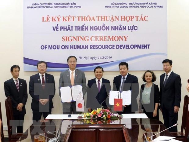 Firman documento de cooperacion entre Vietnam y Japon para desarrollo de recursos humanos hinh anh 1