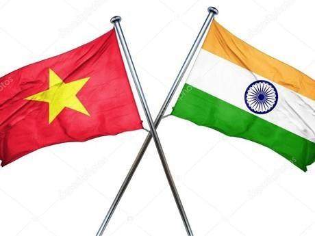 Felicitan dirigentes vietnamitas a la India por Dia de la Independencia hinh anh 1