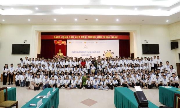 Dialogaran ninos vietnamitas con dirigentes nacionales durante foro infantil hinh anh 1