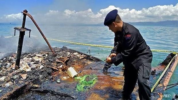 Provocan incendio de barco en Indonesia siete muertos y cuatro desaparecidos hinh anh 1