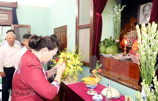 Maxima legisladora vietnamita rinde homenaje al presidente Ho Chi Minh hinh anh 1