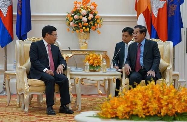 Recibe primer ministro camboyano al vicepremier vietnamita hinh anh 1