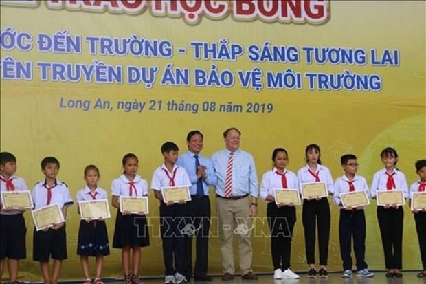 Otorgan en provincia vietnamita de Long An becas para estudiantes destacados hinh anh 1